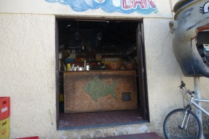 """Das ist die """"Bar"""" in dem Dörfchen"""