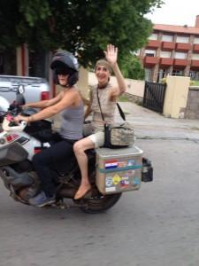 Schaut mal wie fit Alicia ist mit ihren 82 Jahren, fährt sogar bei mir auf dem Motorrad mit
