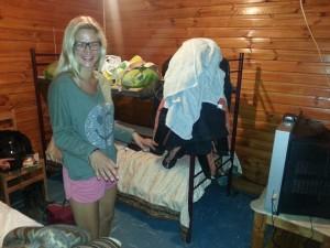 Die liebe Lotti, aus der Reisegruppe, fande unser Zimmer so toll, dass sie es gleich fotografieren musste